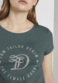TOM TAILOR DENIM - Print T-shirt - mineral stone blue - 3