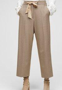 s.Oliver BLACK LABEL - Trousers - beige checks - 0