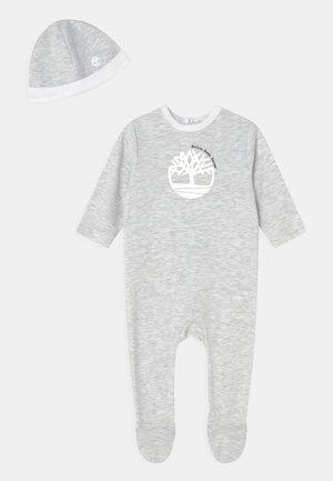 PULL ON HAT SET - Sleep suit - light gray china