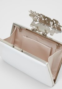 Forever New - Clutch - ivory/clear/silver - 2