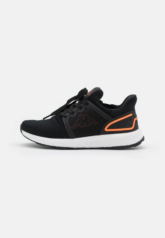ETAL UNISEX - Chaussures d'entraînement et de fitness - black/coral