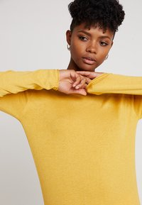 ONLY - ONLMILA LACY LONG - Jumper - yolk yellow - 3