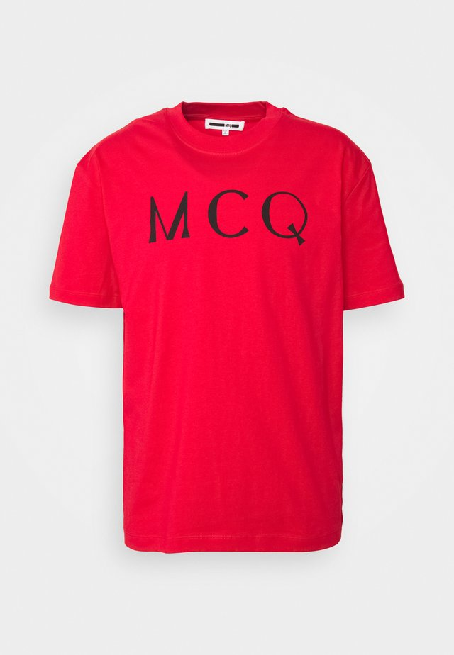 DROPPED SHOULDER TEE ANEIGMA - T-shirt med print - red