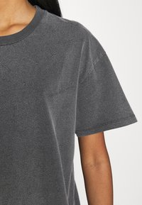 Topshop - DISTRESSED TEE - Print T-shirt - washed black - 5