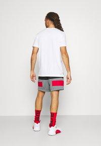 Jordan - AIR SHORT - Pantaloncini sportivi - black/smoke grey/gym red - 2