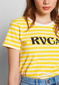 RVCA - MURPHY STRIPE TEE - T-shirt z nadrukiem - yellow - 4