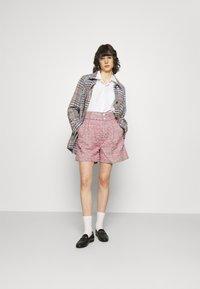 Custommade - ALIBA - Shorts - black/pink - 1
