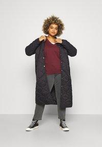 Vero Moda Curve - VMBRIDGETDOLLY LONG JACKET - Classic coat - black - 1