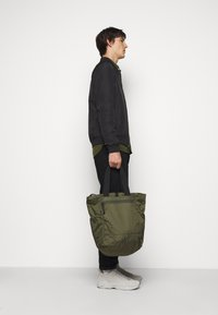 GARMENT PROJECT - LIGHT TOTE  BAG & BACKPACK - Tote bag - army - 0
