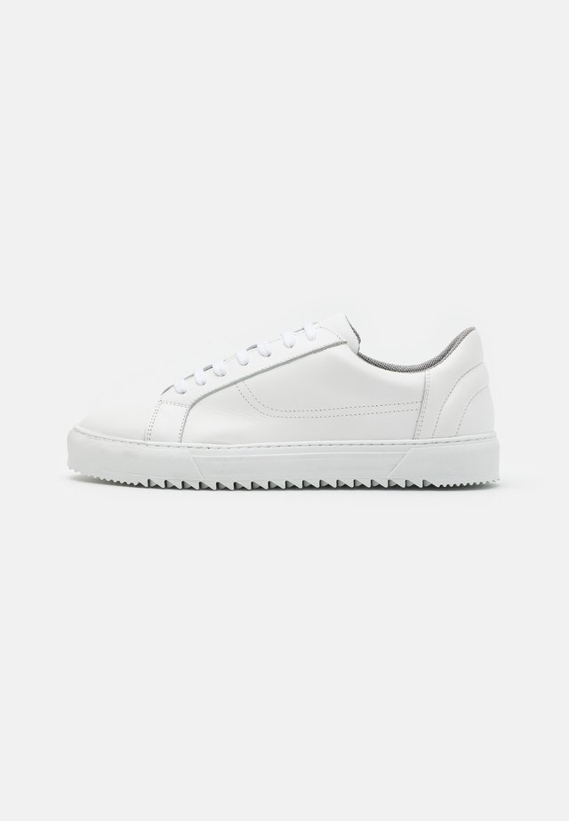 BIABUZZ - Sneakers laag - white