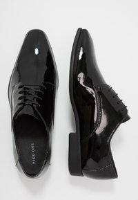 Pier One - Zapatos con cordones - black - 1