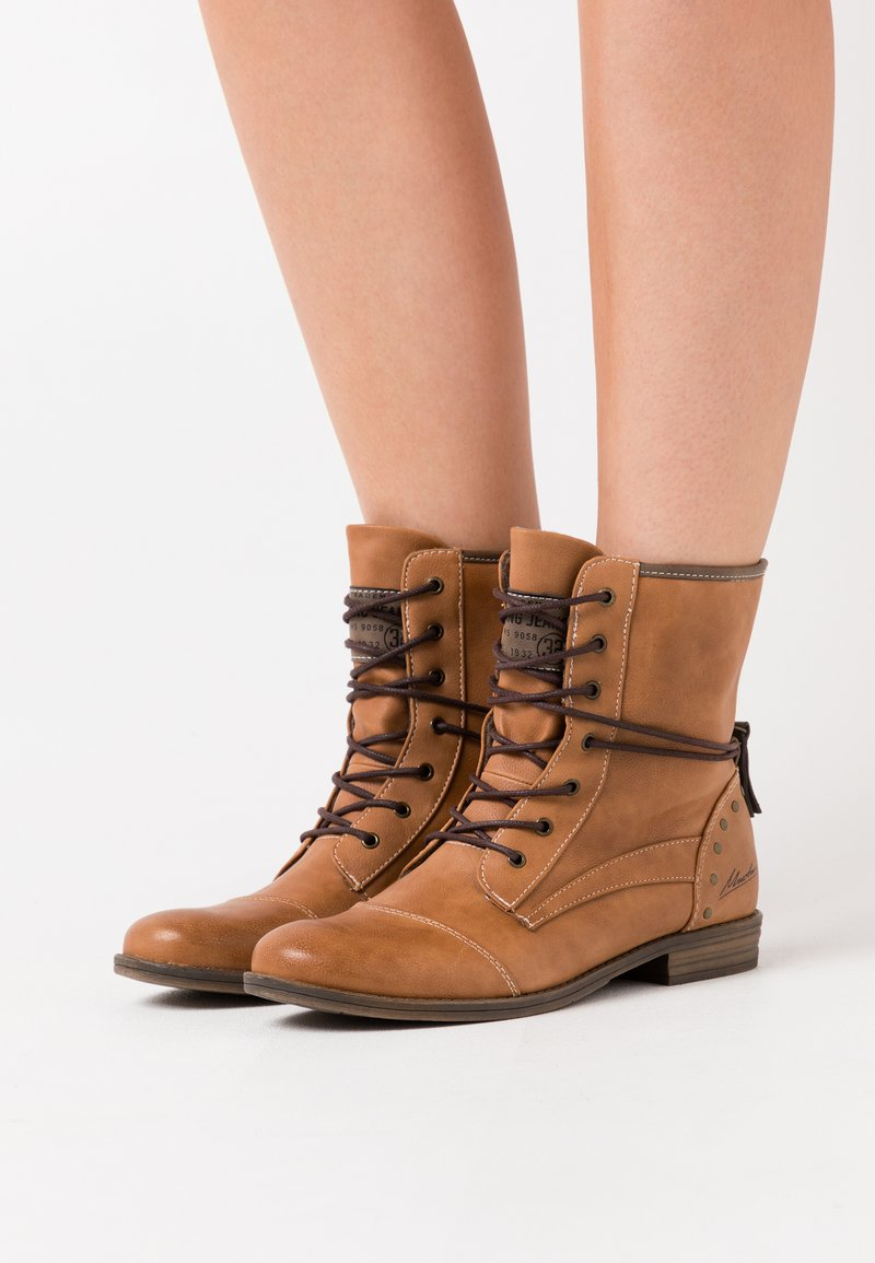 Mustang - Lace-up ankle boots - cognac