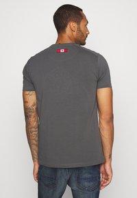 Alessandro Zavetti - CANADA BOTTICINI  - Print T-shirt - grey - 2