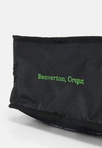 Nike Sportswear - UTILITY BAG UNISEX - Wash bag - black/black/white - 3