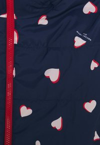 Little Marc Jacobs - REVERSIBLE PUFFER JACKET - Winter jacket - navy/red - 3