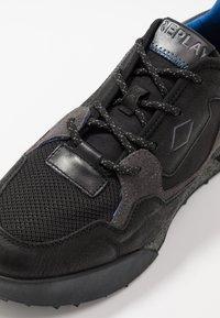 Replay - SANDOVAL - Sneakersy niskie - black/grey - 5
