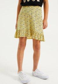 WE Fashion - MET BLOEMENDESSIN - A-line skirt - light yellow - 1