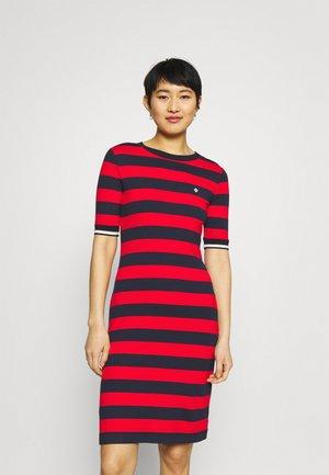 BAR STRIPED DRESS - Žerzejové šaty - lava red