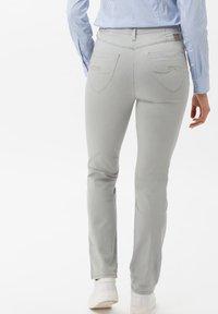 BRAX - STYLE LAURA TOUCH - Pantalon classique - smoke - 1