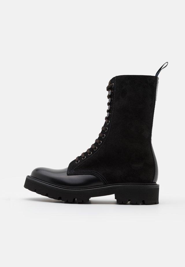 BEVERLEY - Botas con plataforma - black