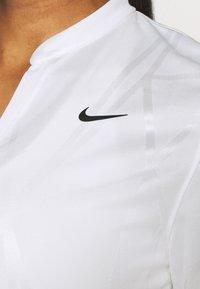 Nike Golf - DRY VICTORY - Triko spotiskem - white/black - 5