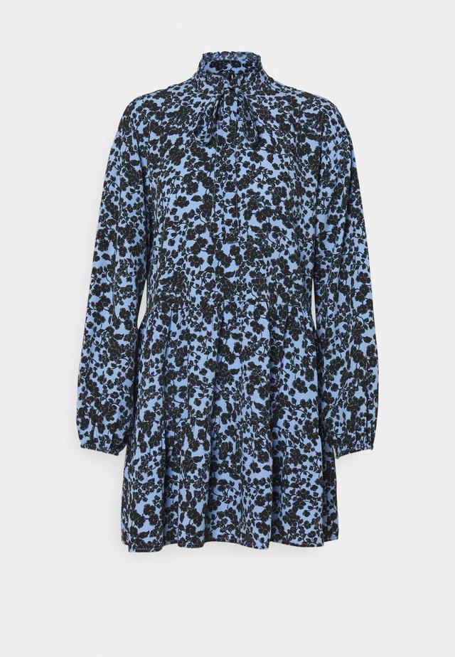 VMLYDIA BOW - Sukienka letnia - hydrangea