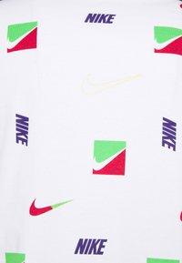 Nike Sportswear - TEE BRANDRIFF - T-shirt med print - white - 5