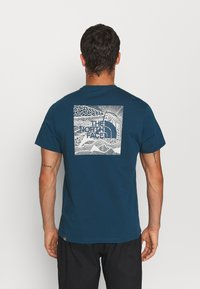 The North Face - REDBOX CELEBRATION TEE - T-shirt con stampa - monterey blue - 0