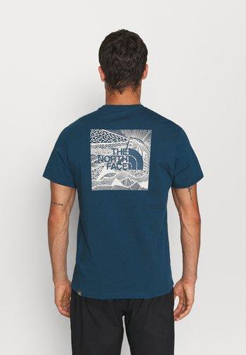 REDBOX CELEBRATION TEE - T-shirt con stampa - monterey blue