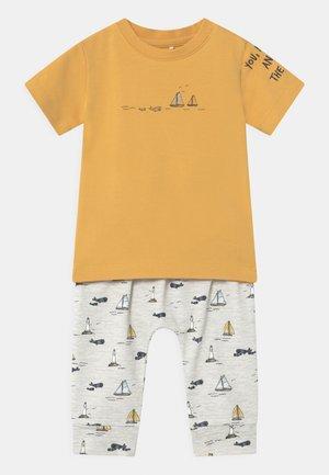 NBMFITAL SET - Print T-shirt - ochre