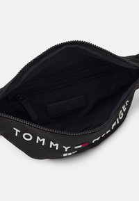 Tommy Hilfiger - ESTABLISHED CROSSBODY BAG UNISEX - Bum bag - black - 2