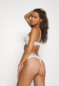 Calvin Klein Underwear - MODERN DOT THONG - Thong - white - 2