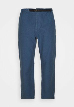DYE HARRISON PANT VINTAGE - Kalhoty - vintage indigo