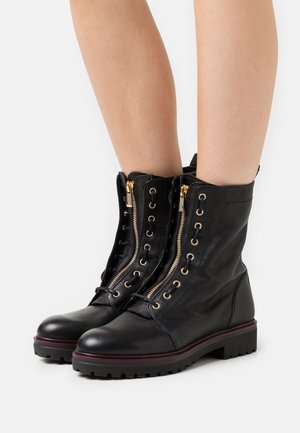Lace-up ankle boots - ranger nero