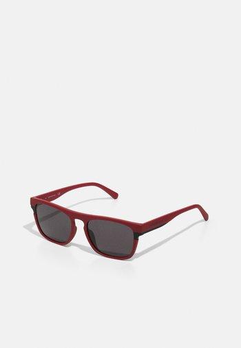Sunglasses - matte red