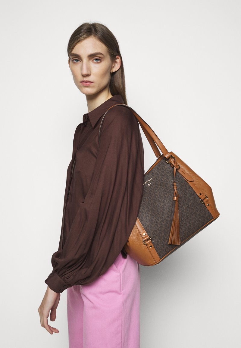 MICHAEL Michael Kors - CARRIELG TOTE - Torebka - brown