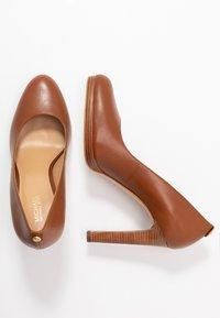 MICHAEL Michael Kors - ETHEL - High heels - luggage - 3