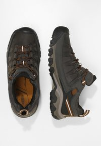 Keen - TARGHEE III WP - Hiking shoes - black olive/golden brown - 1