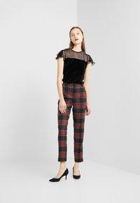 Lauren Ralph Lauren - NOVEL SUITING PANT - Bukse - black/red - 1