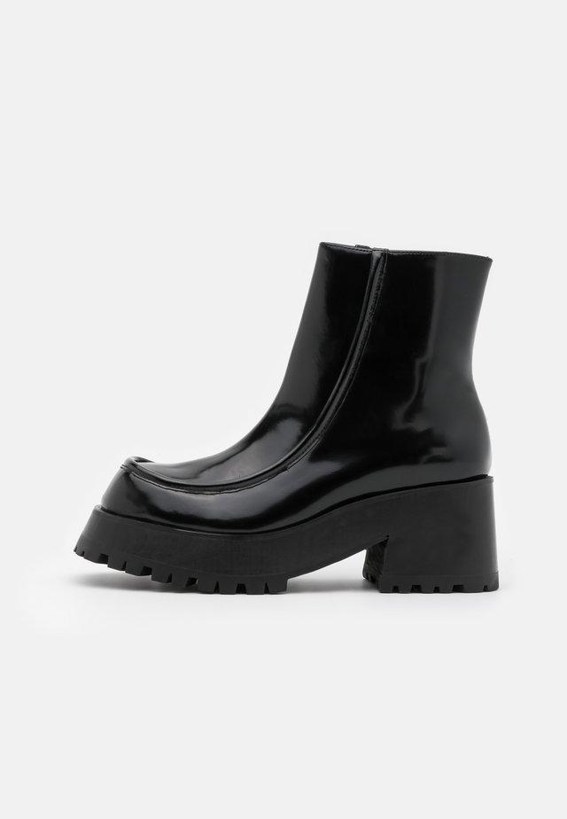 JAGGET - Kotníkové boty na platformě - black