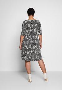 Dorothy Perkins Curve - Jersey dress - black - 2