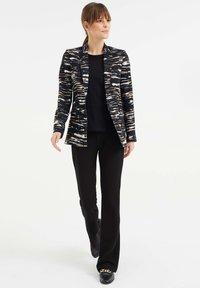 WE Fashion - MET STRETCH EN DESSIN - Blazer - black/white/ orange - 1
