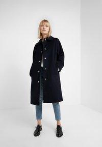 Mackintosh - WATERPROOF WIND RESISTANT FAIRLIE  - Płaszcz wełniany /Płaszcz klasyczny - navy - 1