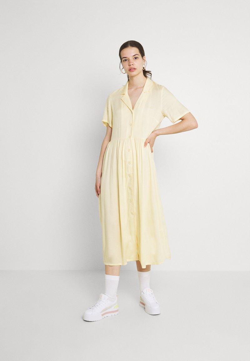 Monki - Vestito lungo - yellow dusty light