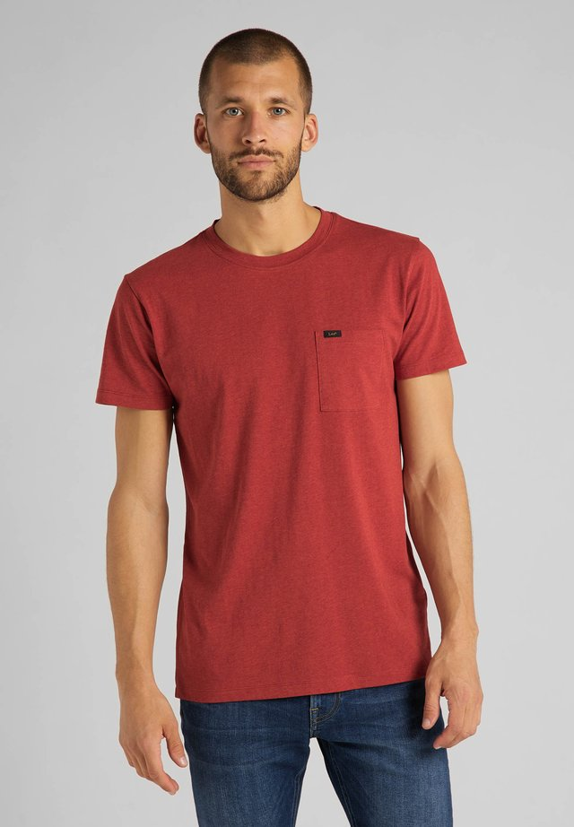ULTIMATE POCKET TEE - Basic T-shirt - red ochre