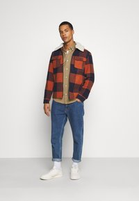 Only & Sons - ONSROSS NEW CHECK JACKET - Light jacket - bombay brown - 1