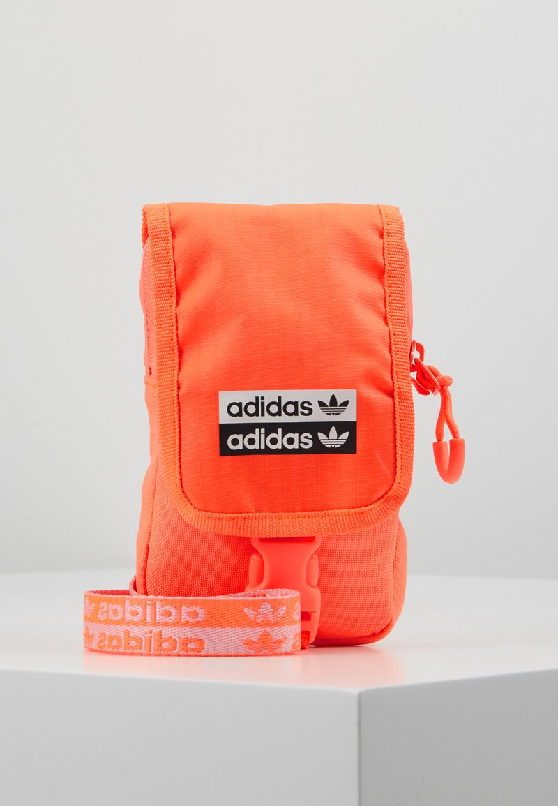 adidas Originals - MAP BAG - Taška spříčným popruhem - signal core