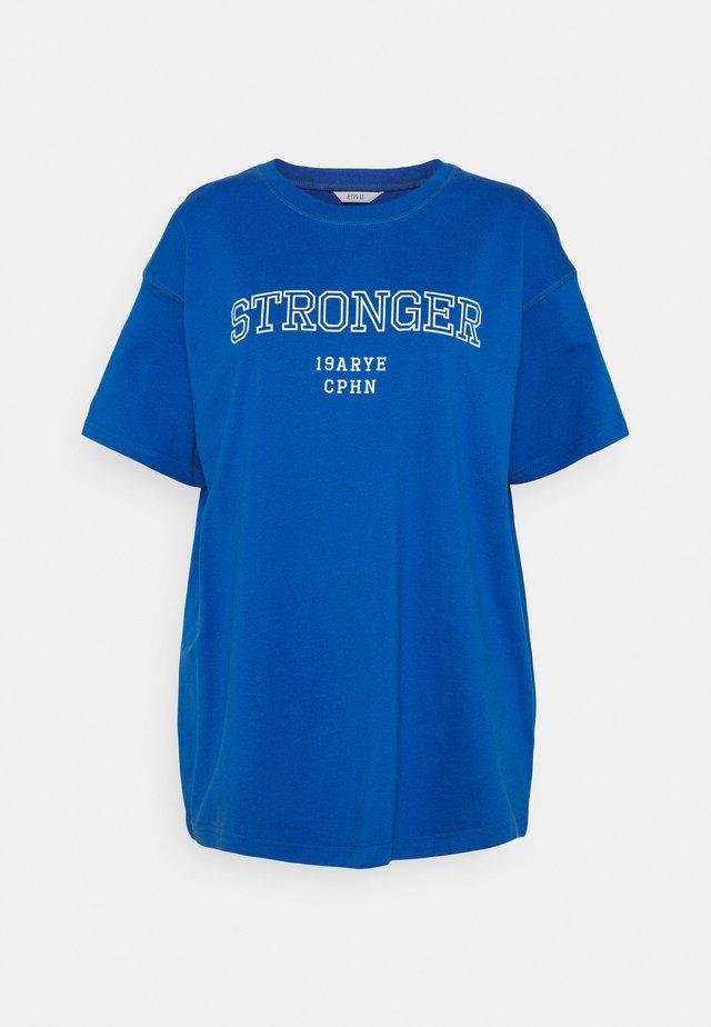 ENKULLA TEE - Triko spotiskem - blue stronger