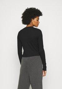 Monki - RUCHIE - Long sleeved top - black - 2