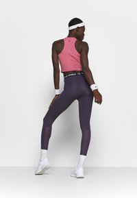 Nike Performance - 365 7/8 HI RISE - Legginsy - dark raisin/black - 2